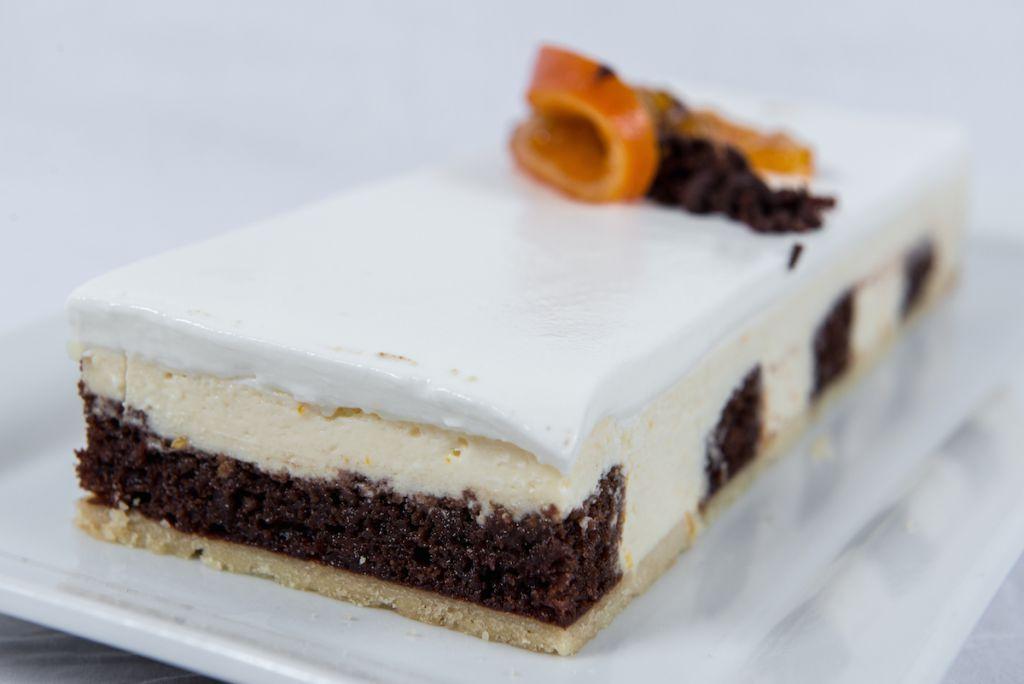 מגשי אירוח מתוקים - עוגות קרות