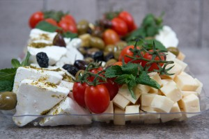 מגשי אירוח חלבי - פלטת גבינות קטנה